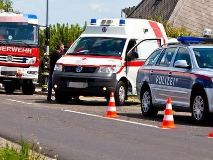 Schwangere, Frau und Kind bei Unfall in Wiener Neustadt verletzt