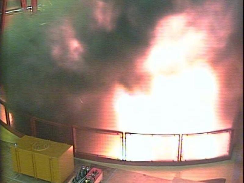 Freitag, 3. Juli 2009, um exakt 7 Uhr 51 Minuten und 56 Sekunden: Die Überwachungskamera zeigt die Flammen der Explosion.