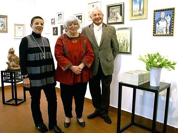 Gundi Groh mit dem Galeristen Ehepaar Dolores und Werner Gamper