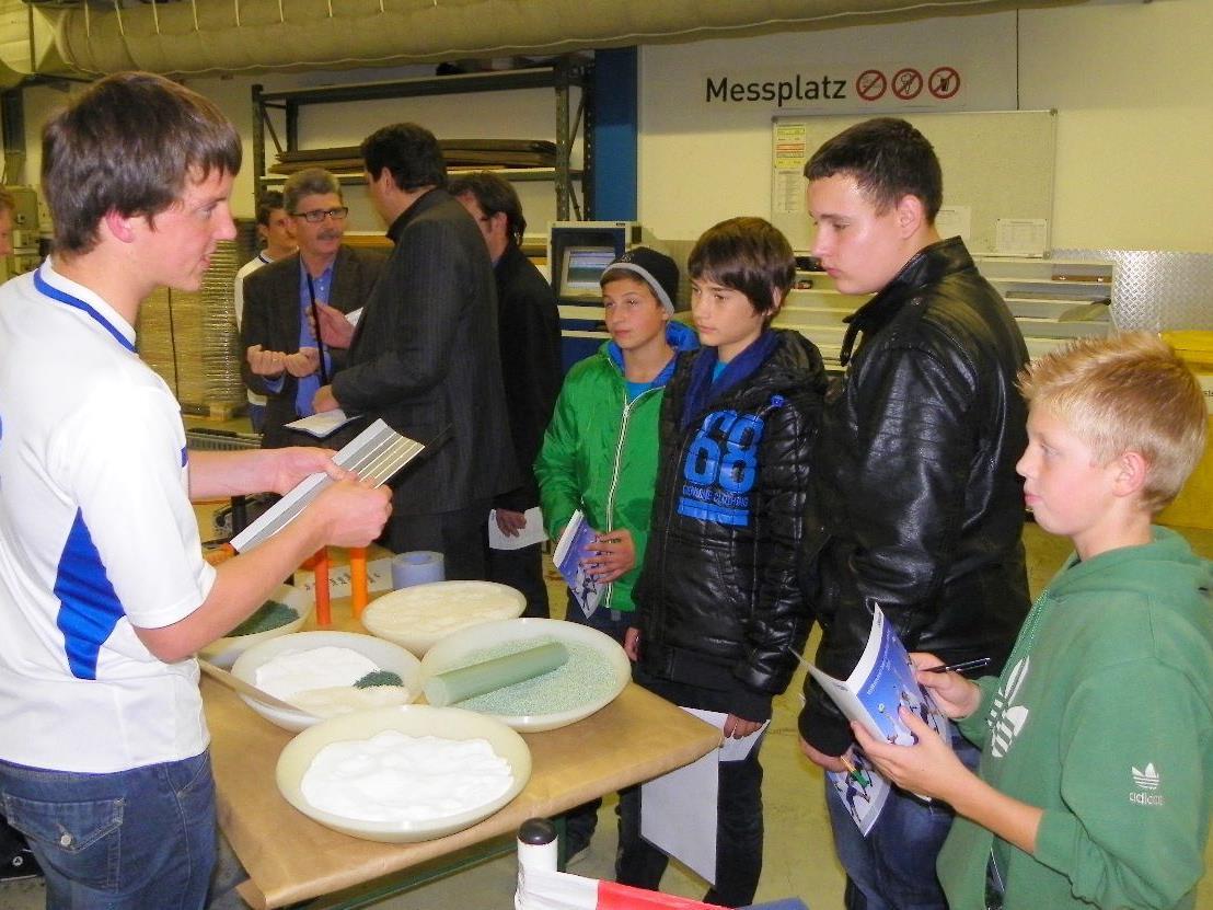 Schüler aus der Hauptschule Lauterach besuchten die Firma Faigle
