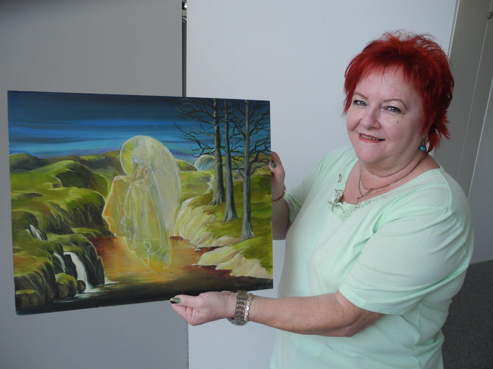 Mary Rieger mit einen ihrer Bilder