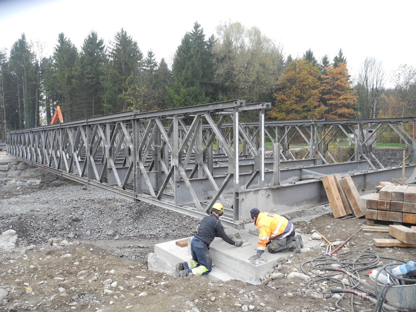 Das Werk ist vollbrachet: Die Behelfsbrücke über die Frutz ist fretiggestellt
