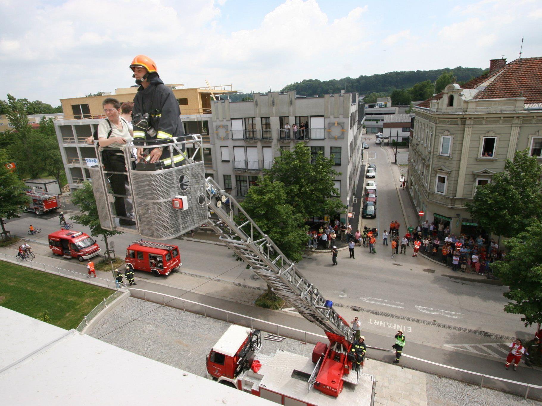 Feuer im 2. Bezirk! Zum Glück gab es keine Verletzten, nur eine Tür musste dran glauben.
