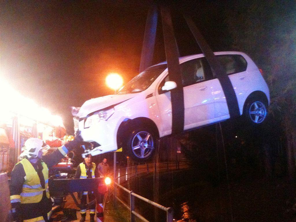 Glück im Unglück hatte der Lenker dieses Wagens: Er kam mit leichten Verletzungen davon