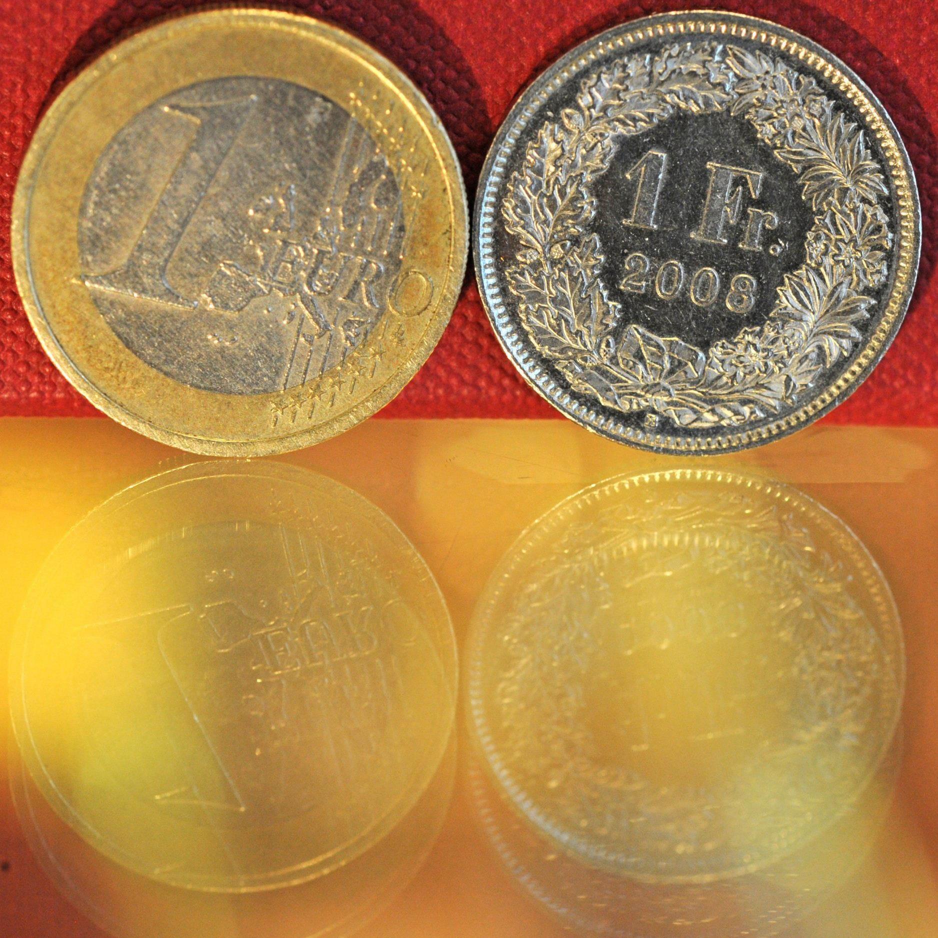 SNB rechnet mit weiterer Abwertung zum Euro.