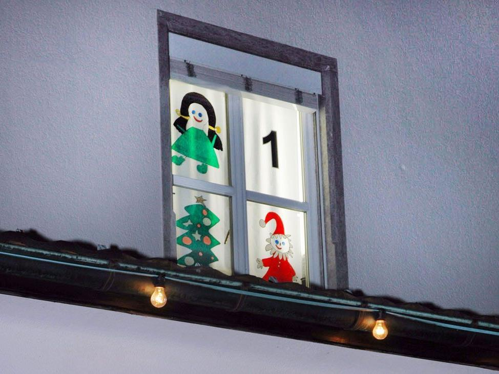 Das erste Fenster des Rathaus-Adventkalenders wird am 1. Dezember geöffnet.