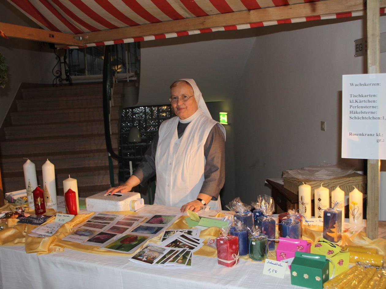 Selbstgemachten offerieren die Kreuzschwestern beim Adventmärktle im Antoniushaus