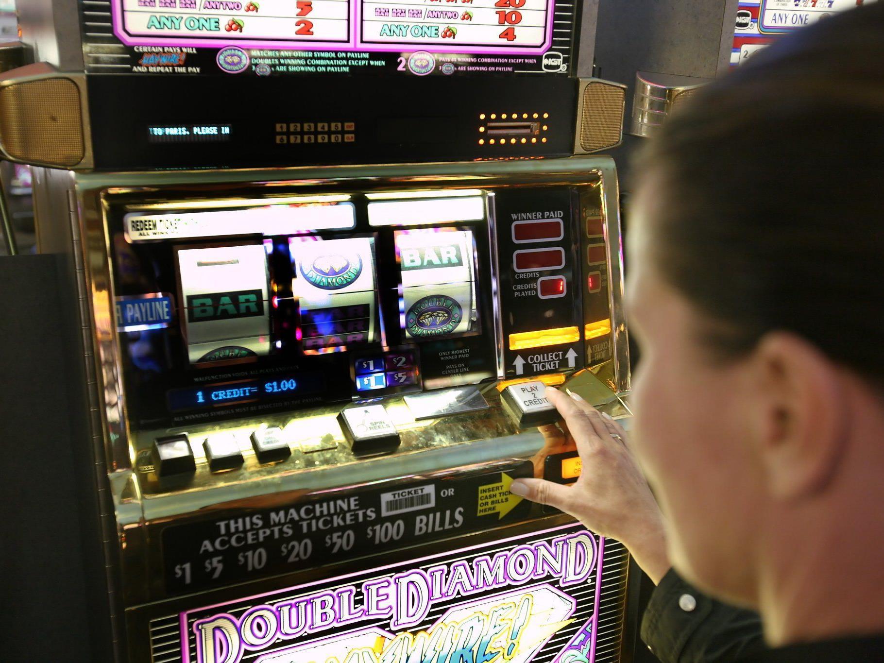 LR Schwärzler: Heuer bereits knapp 400 Glücksspielgeräte beschlagnahmt.
