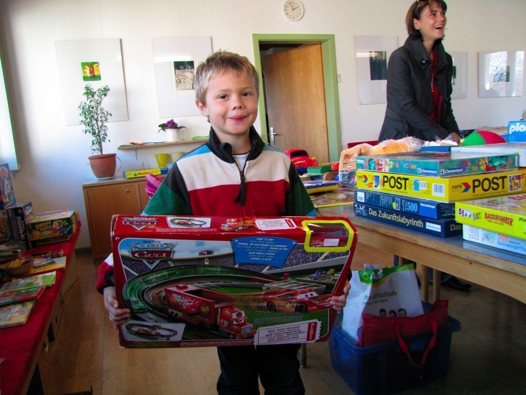 Sandro fand allerhand, hatte er eine derart große Auswahl an Spielsachen