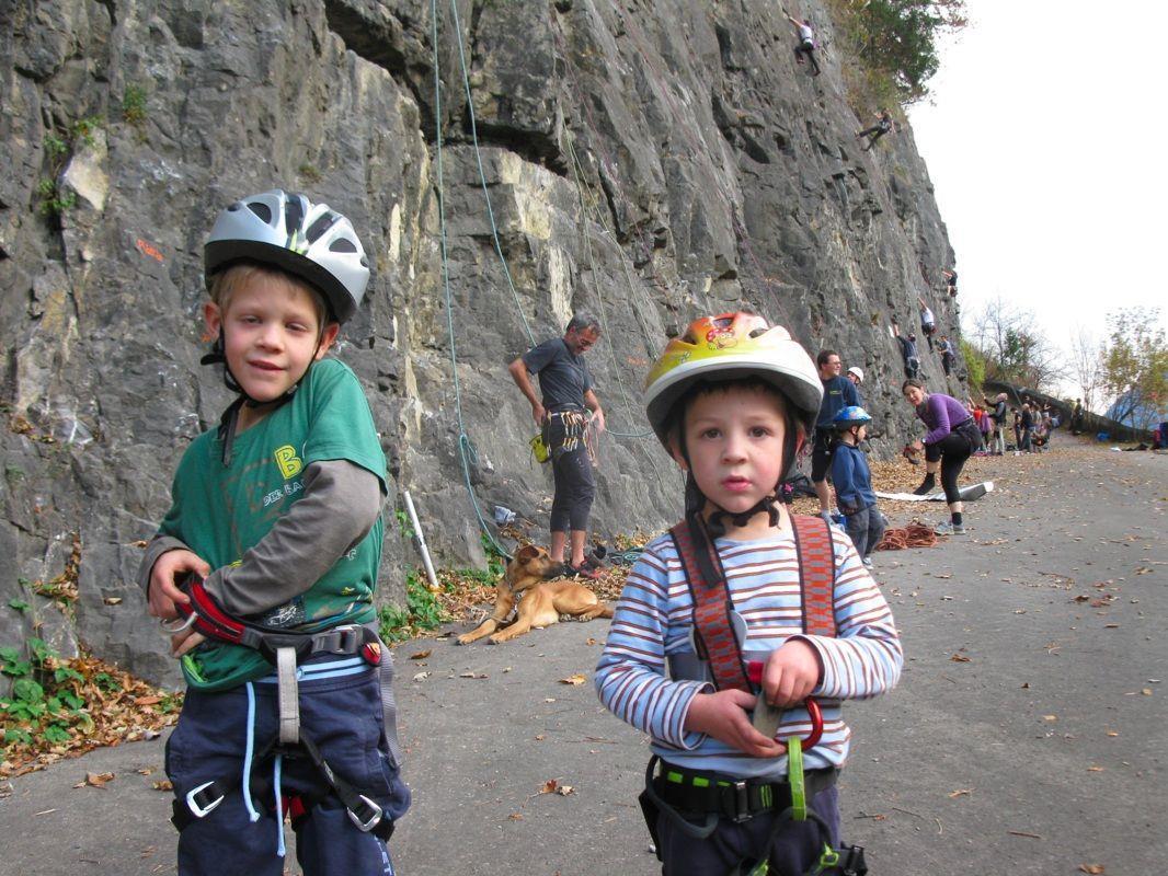 Laurin und Thomas übten sich auch schon fleißig beim Klettern