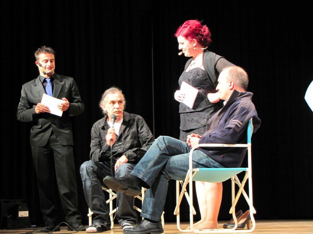 Wolfgang Tschallener und Werner Fischer standen den Moderatoren Silvia und Mario Rede und Antwort