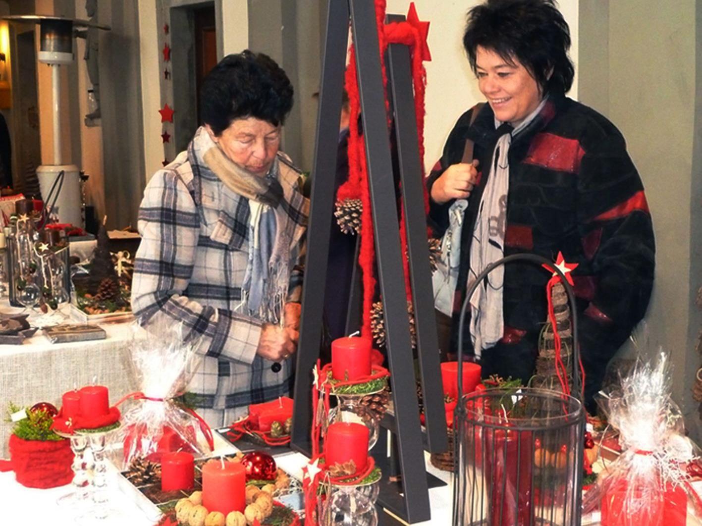 Auch die elfte Weihnachtsausstellung imHof des Hohenemser Palastes war gut besucht.