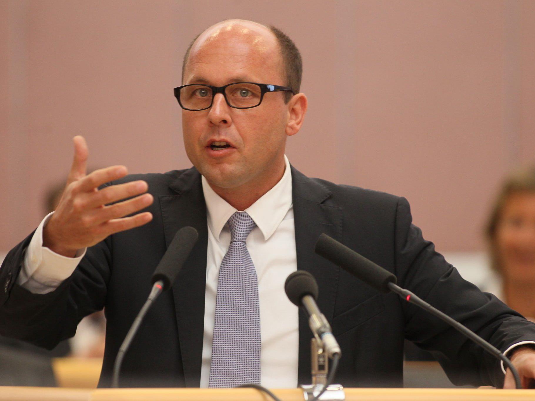 Ritsch ist gegen die Schließung des Eisplatzes in Bregenz.