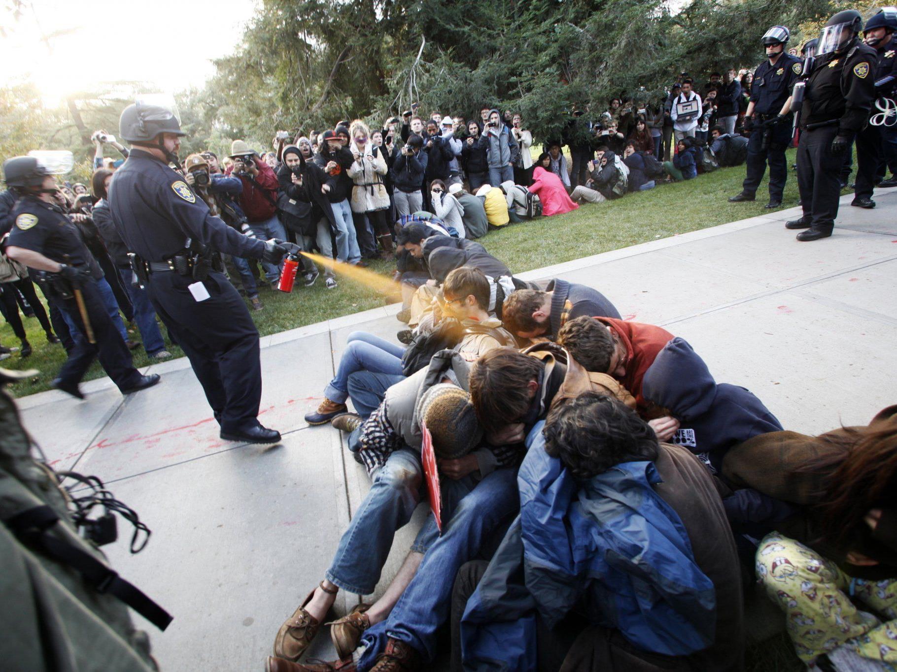 Polizei-Chefin auf dem Campus der Universität Davis wurde beurlaubt.