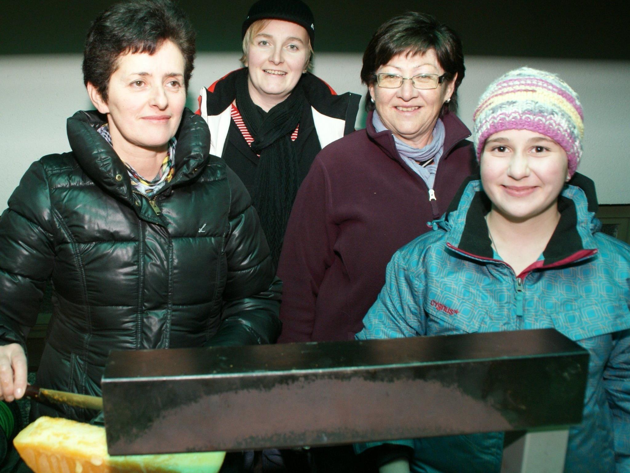Die Mellauer Bäuerinnen verwöhnten die Gäste mit heimischen Produkten und Raclette