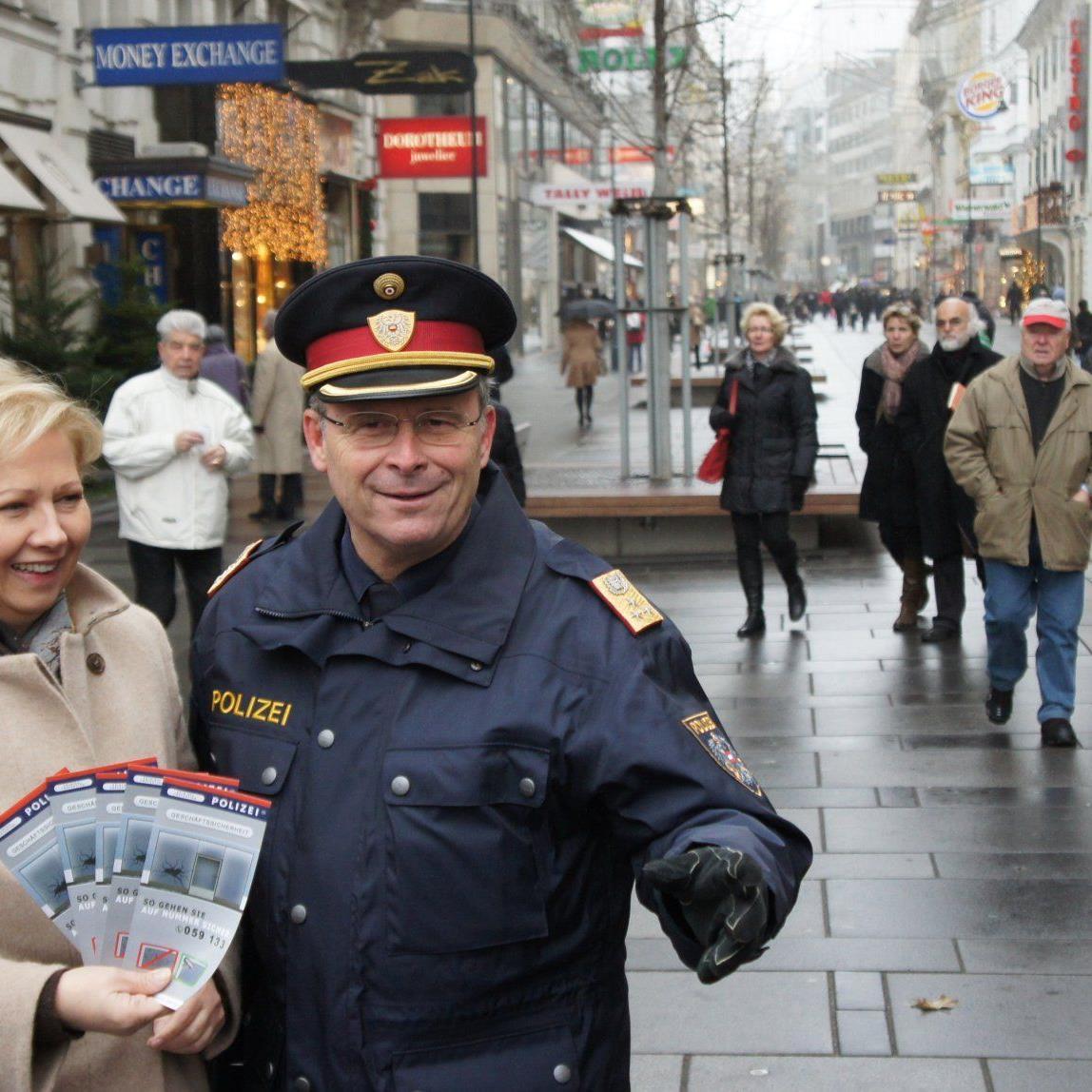 Passen gut auf die Wiener auf: WK-Präsidentin Brigitte Jenk und Polizeigeneral Karl Mahrer