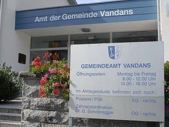 Die Sitzung wird im Sitzungssaal des Gemeindeamtes Vandans stattfinden.