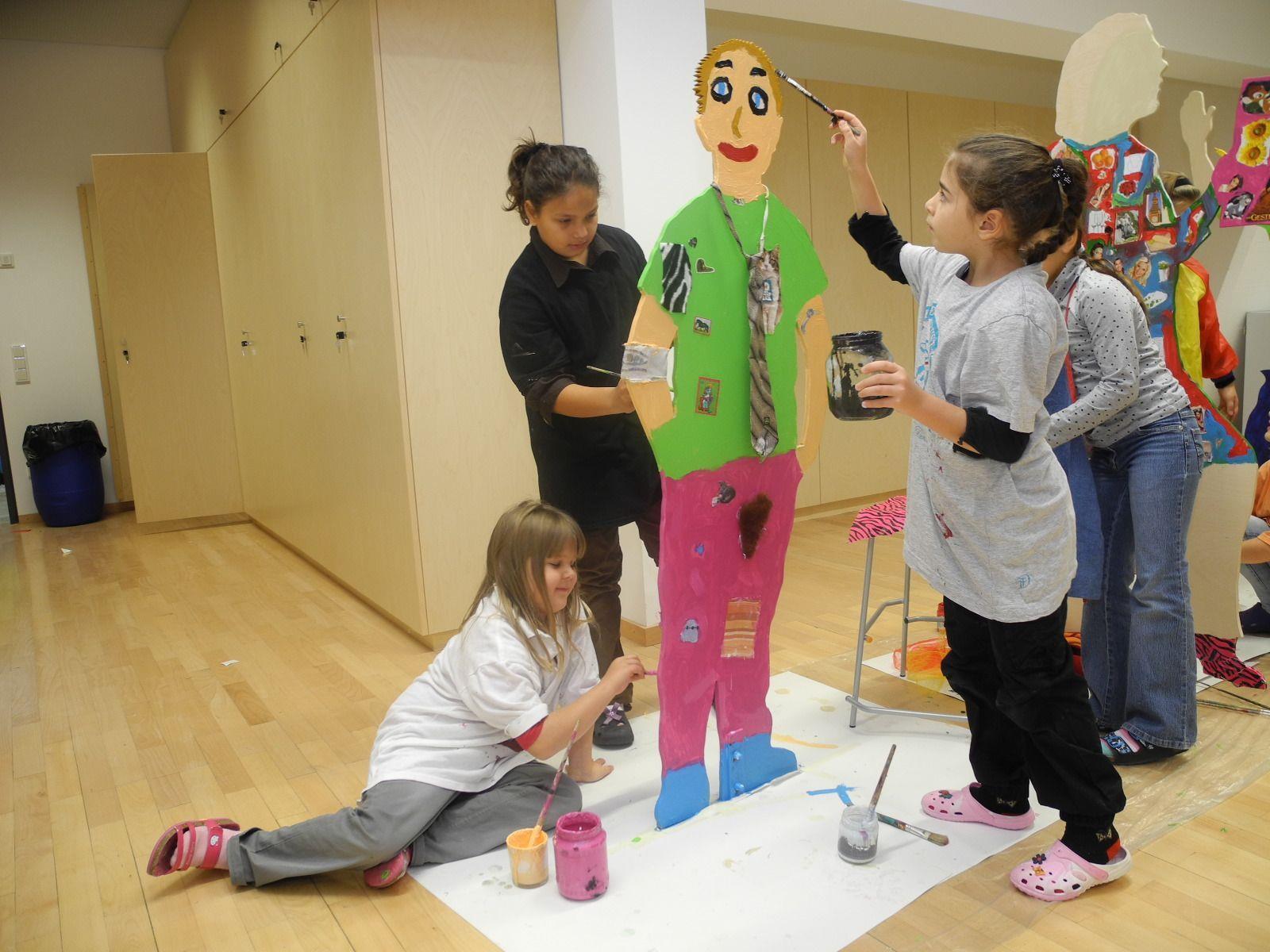 Viel Spaß und Begeisterung hatten die Schüler bei der Gestaltung der Mobilen Figuren