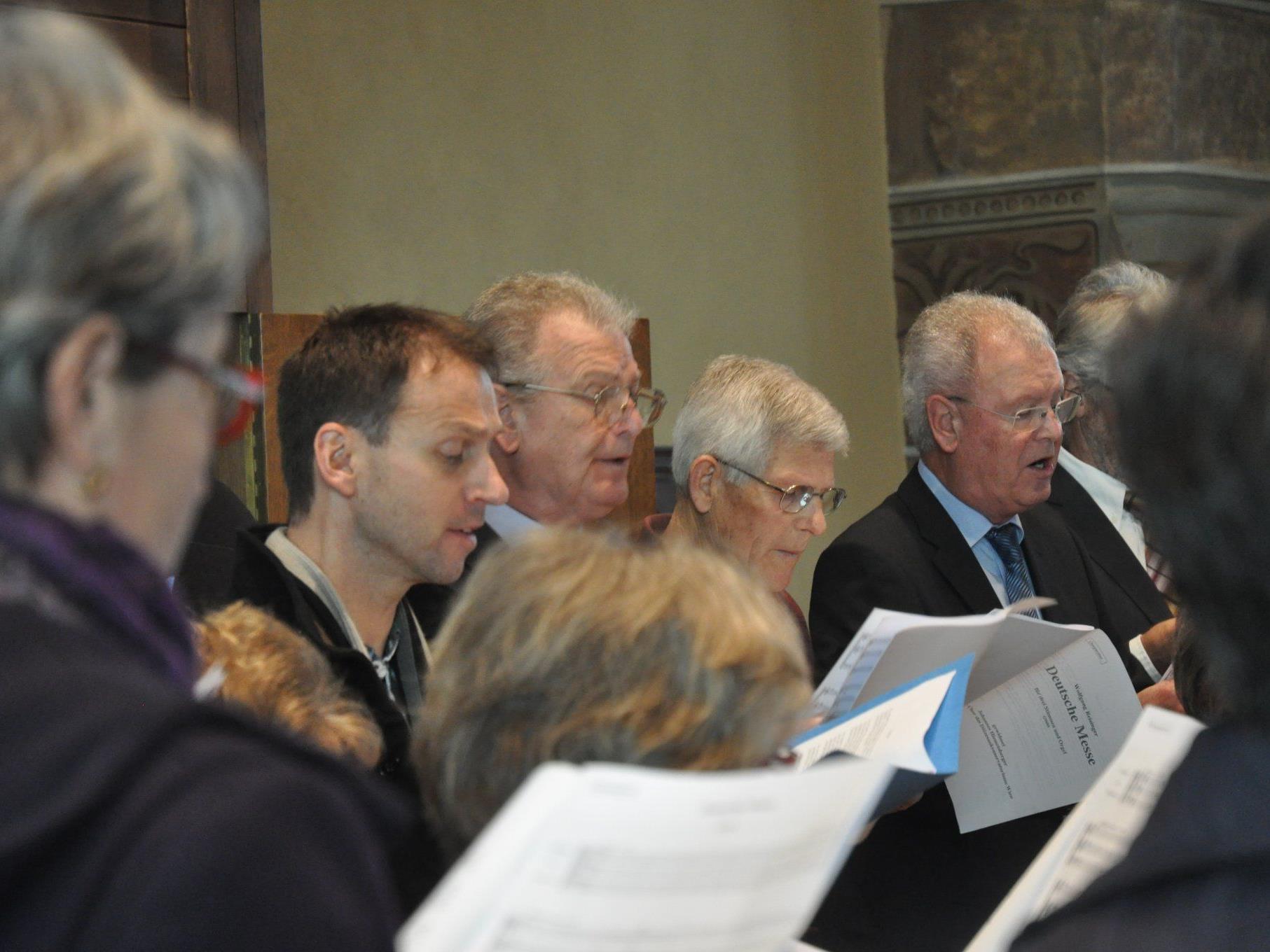 Der Weiler Kirchenchor sang bei seinem Jubiläum die Deutsche Messe.