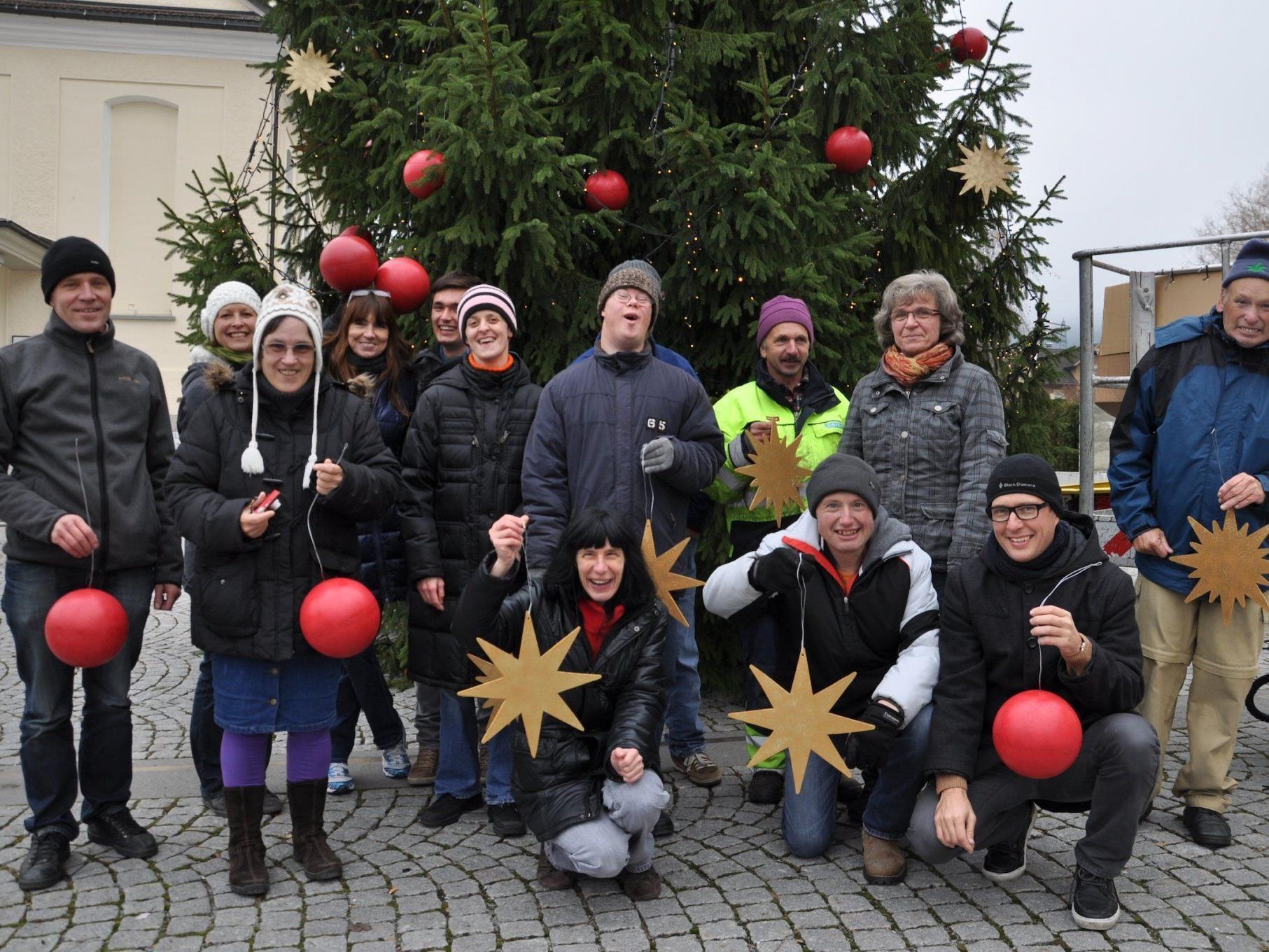 Lebenshilfe schmückte den Weihnachtsbaum.