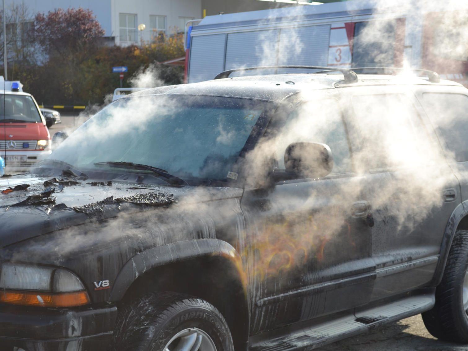 Spektakulär brannte der Dodge ab.
