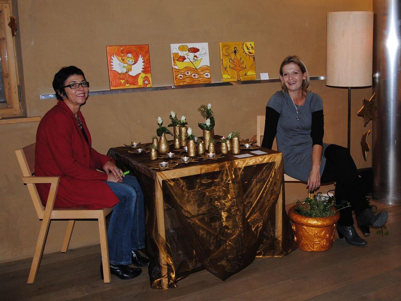 Projektleiterin Birgit Gächter (links) mit Daniela Natter, Leiterin der Werkstätte Dornbirn Bildgasse.