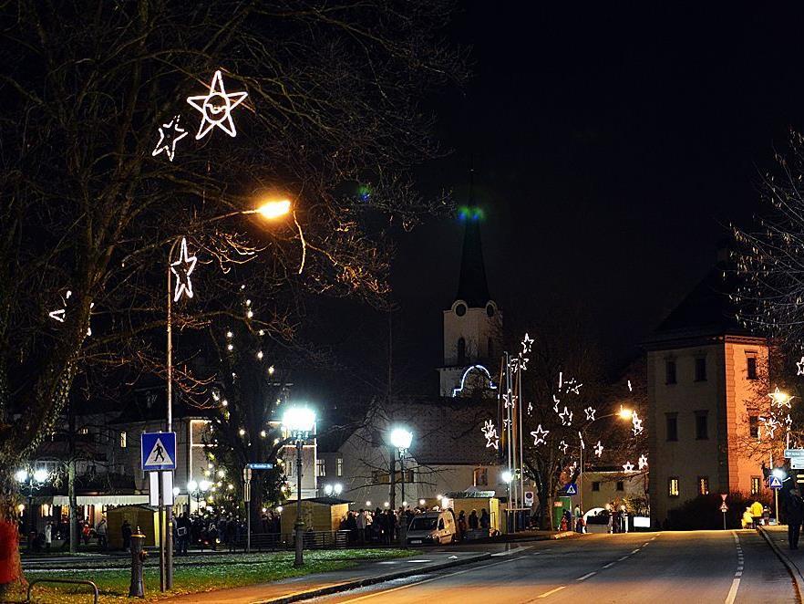 Im Zentrum von Hohenems bleibt ein weihnachtliches Lichtermeer.