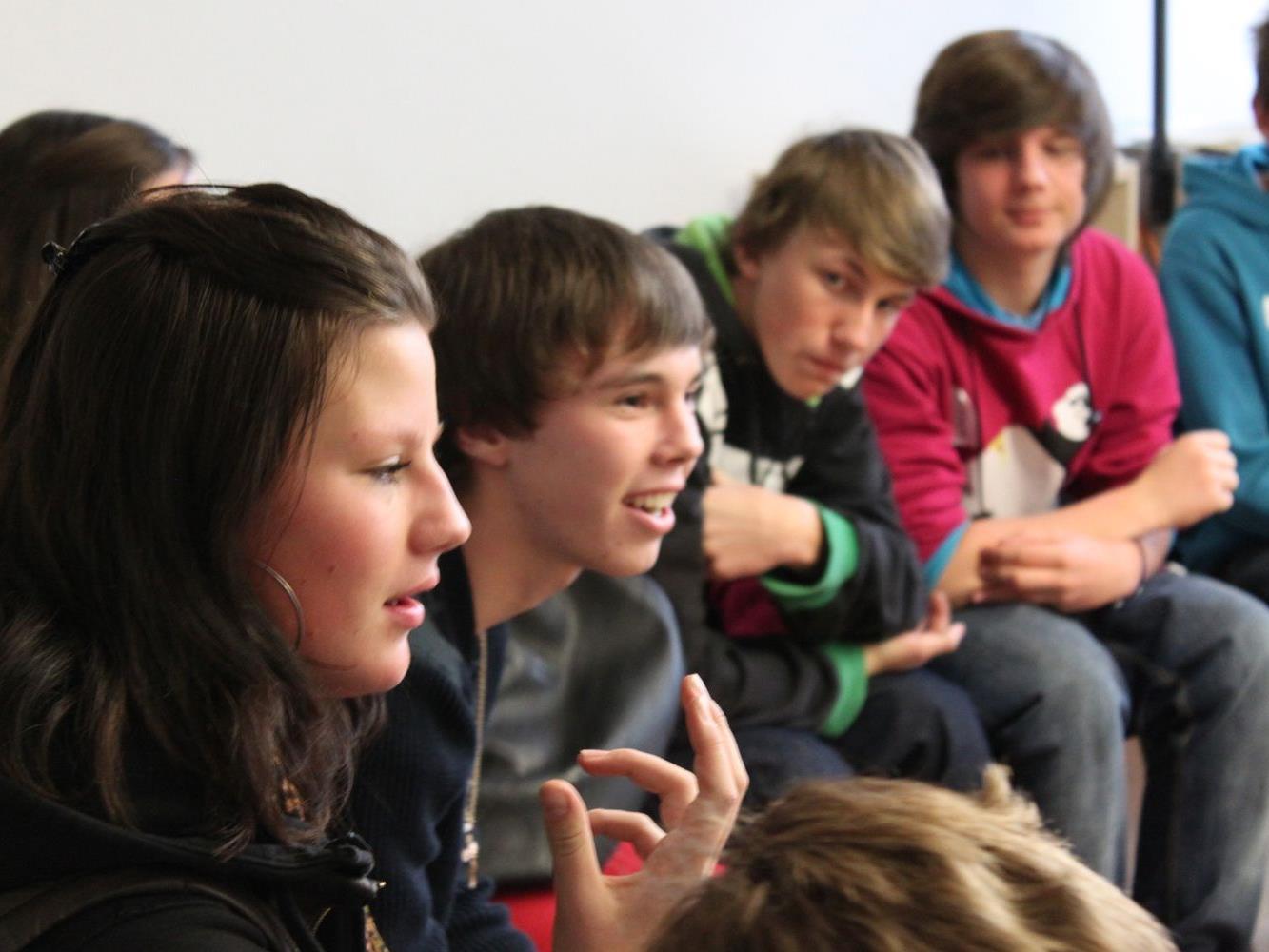 Der nächste FrageRaum Politik findet am 10. Dezember in Bregenz (shed 8) statt. Die Jugendlichen diskutierten mit den PolitikerInnen über aktuelle Themen.