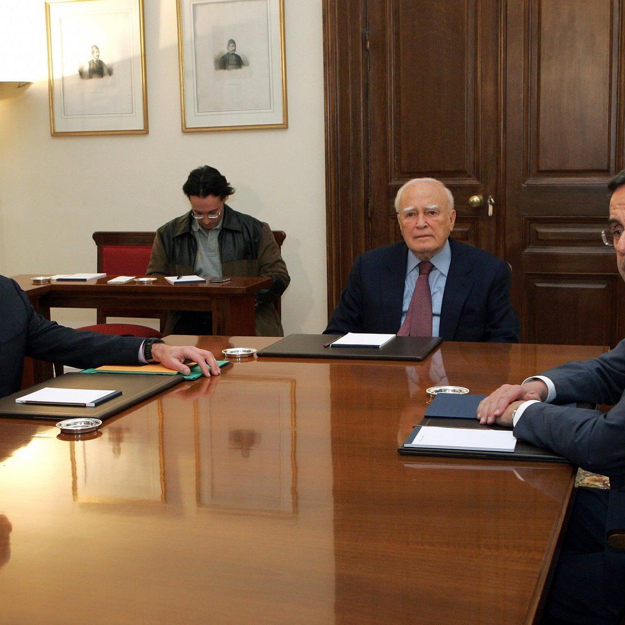 v.l.n.r.: Ministerpräsident Giorgos Papandreou, Staatspräsident Karolos Papoulias und Oppositionsführer Antonis Samaras.