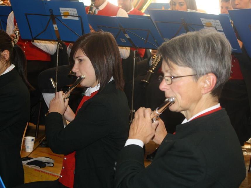 Die Großdorfer Musikantinnen und Musikanten sind bestens auf das Konzert vorbereitet.