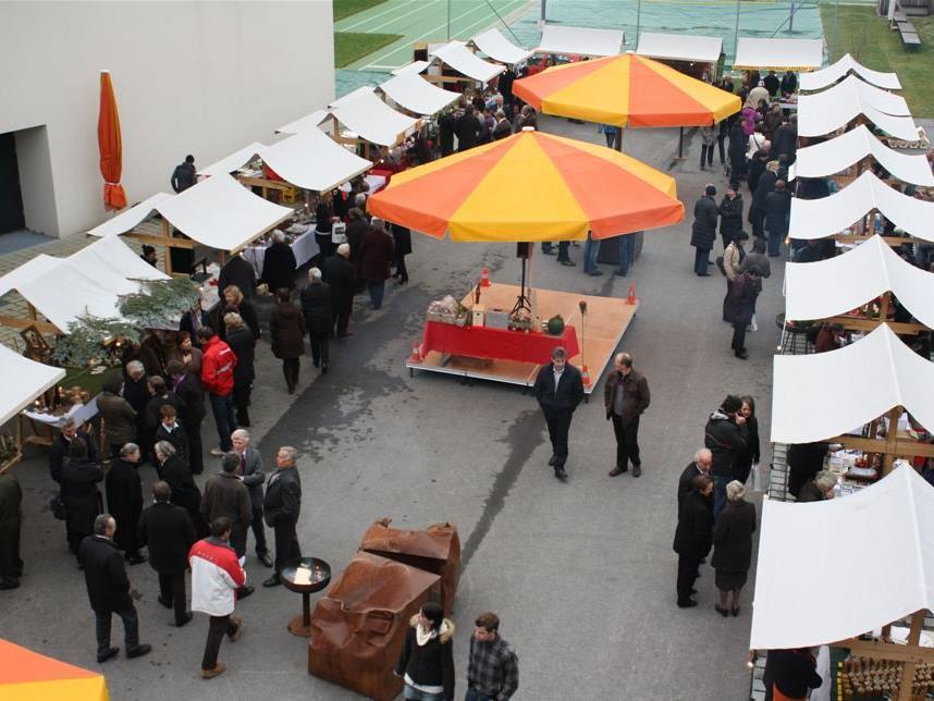 Die Mitwirkenden freuen sich auf viele Adventmarktbesucher.