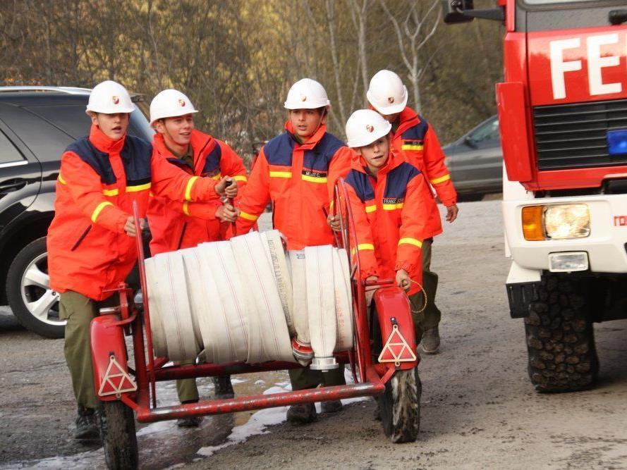 Zum Abschluss gab es für die jungen Feuerwehrleute großes Lob.