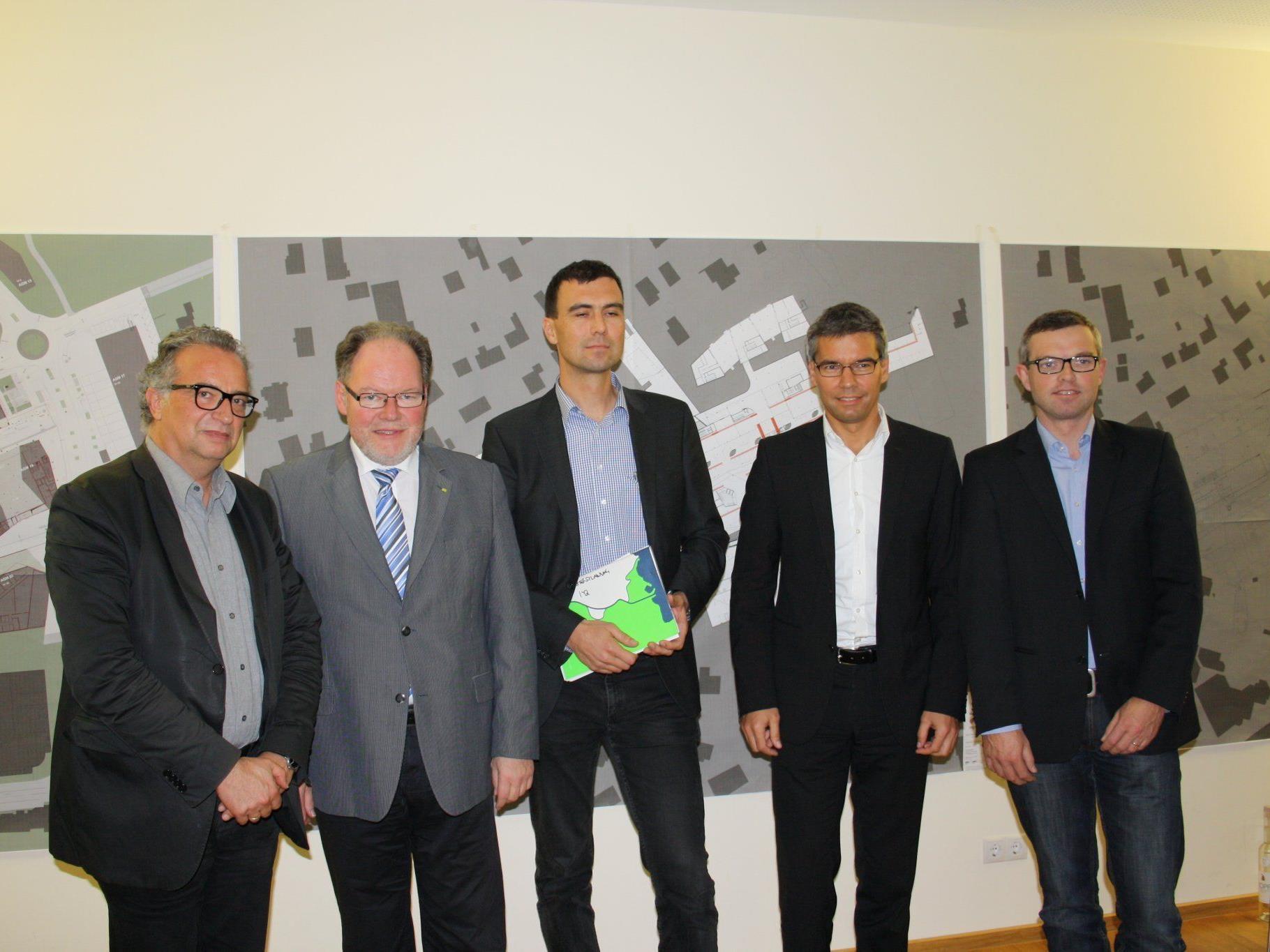 W. Rietsch, W. Huber, M. Assmann, E. Hajek, und M. Herburger als Experten der Diskussionsrunde
