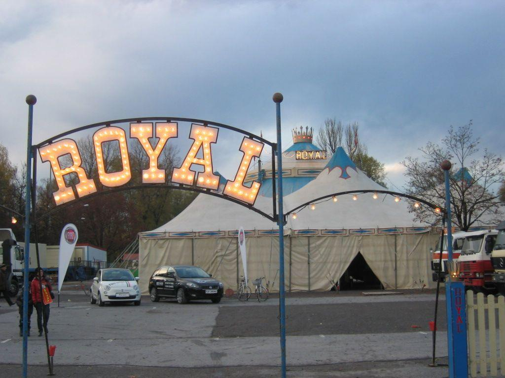 Zirkus Royal schlug sein Zelt am Parkplatz West auf