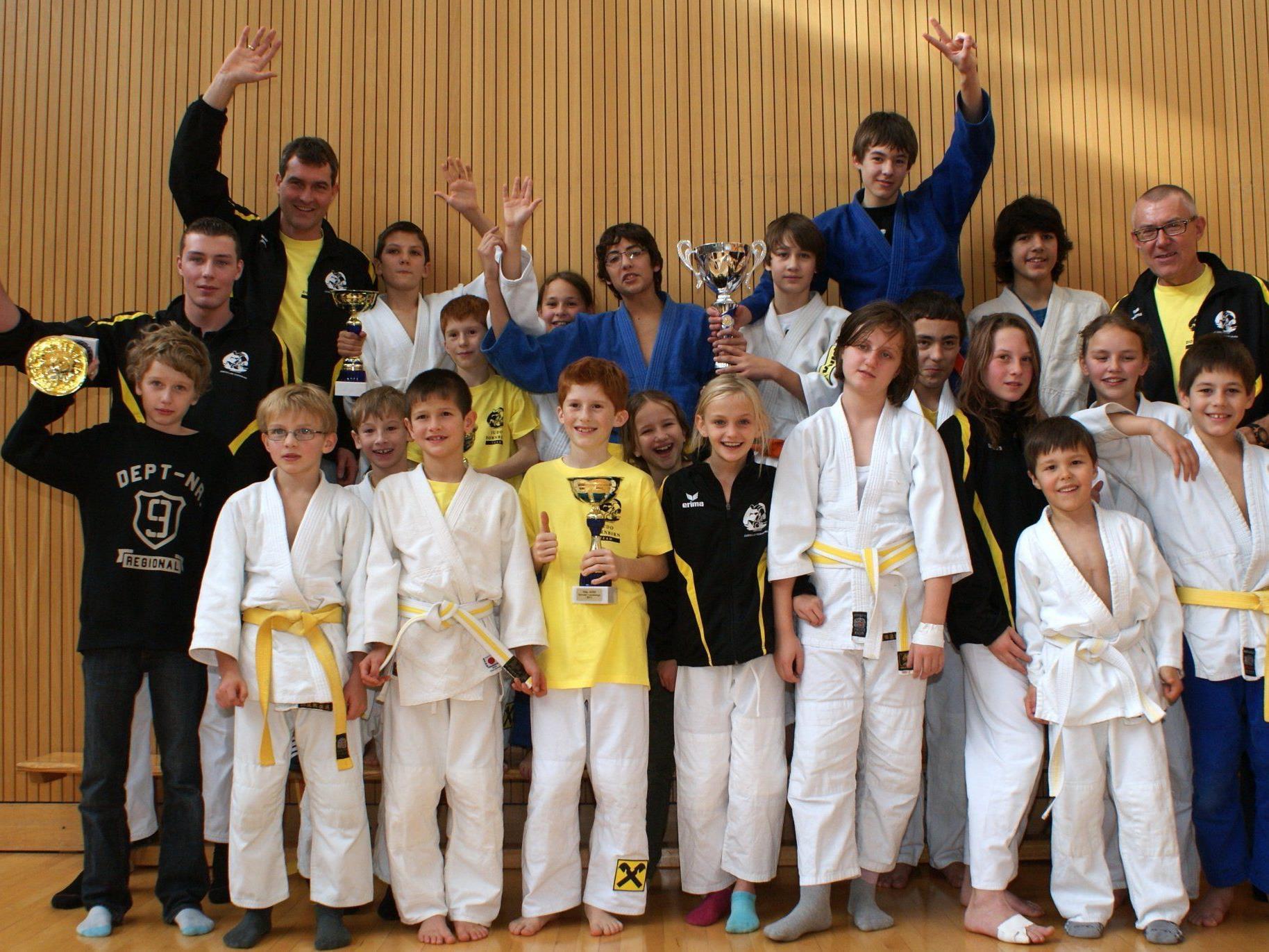 Dornbirner Judokas holten sich den Pokal 2011.