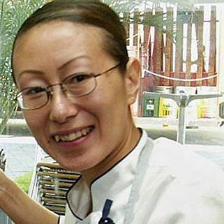 Köchin Kim setzt ihr Kochtalent für jugendliche Migranten ein