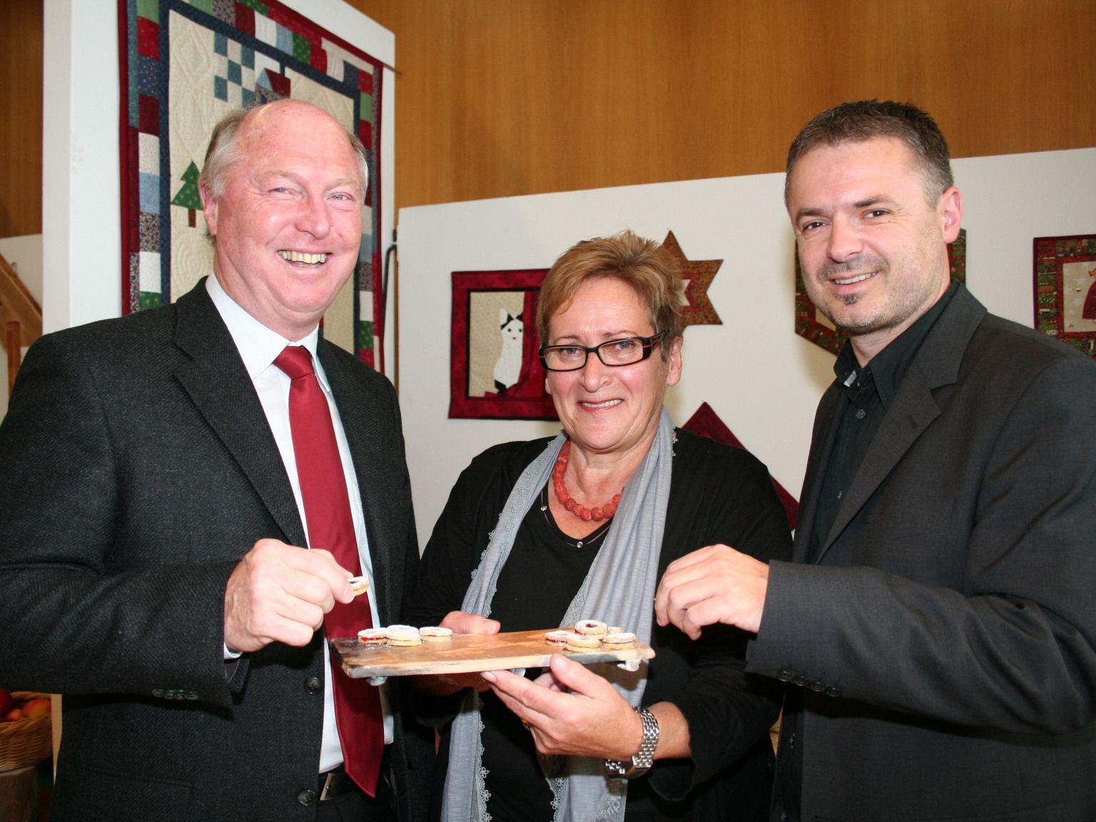 Bgm. Egon Troy mit dem Organisationsduo Elfriede Maurer und GR Walter Moosbrugger.