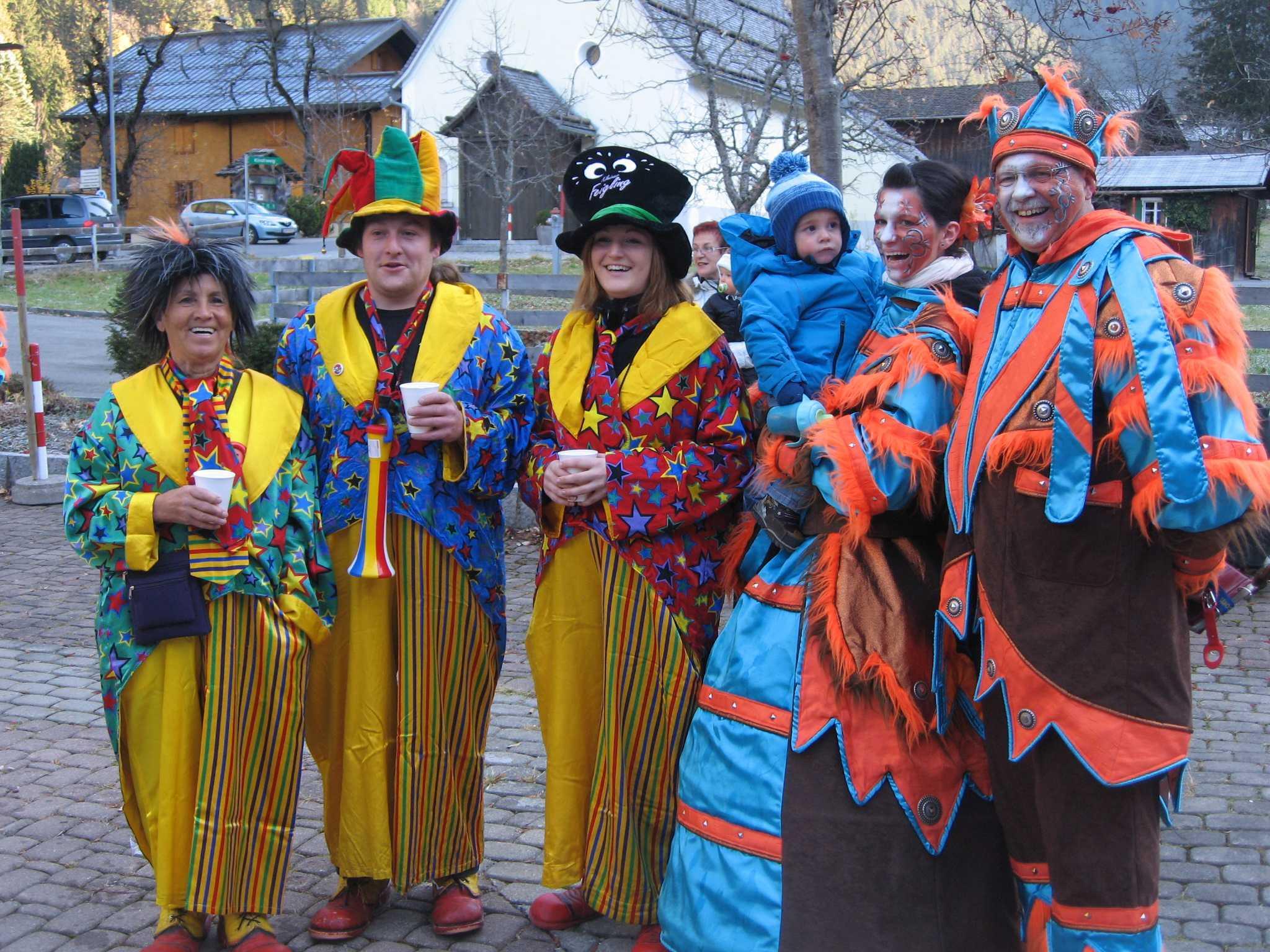 Die Partener Latschasorri und die Faschingsgilde feierten den Faschingsbeginn.