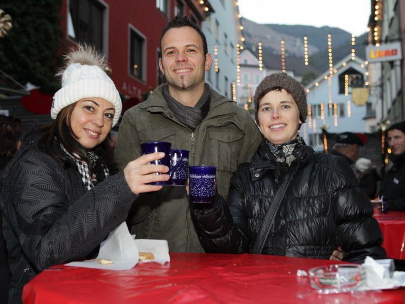 Doris, Wolfi und Jutta erwärmten sich bei einem Gläschen Glühwein.