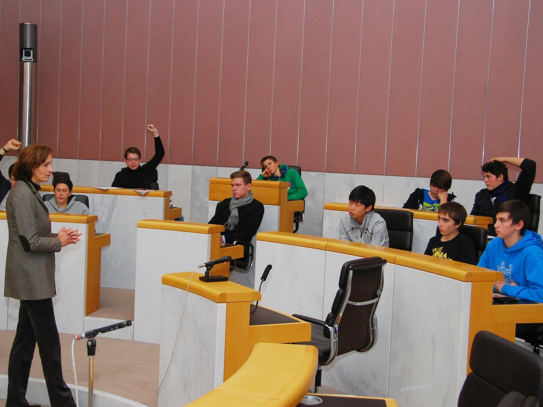 LTP Bernadette Mennel sah sich gut informierten Schülern gegenüber.