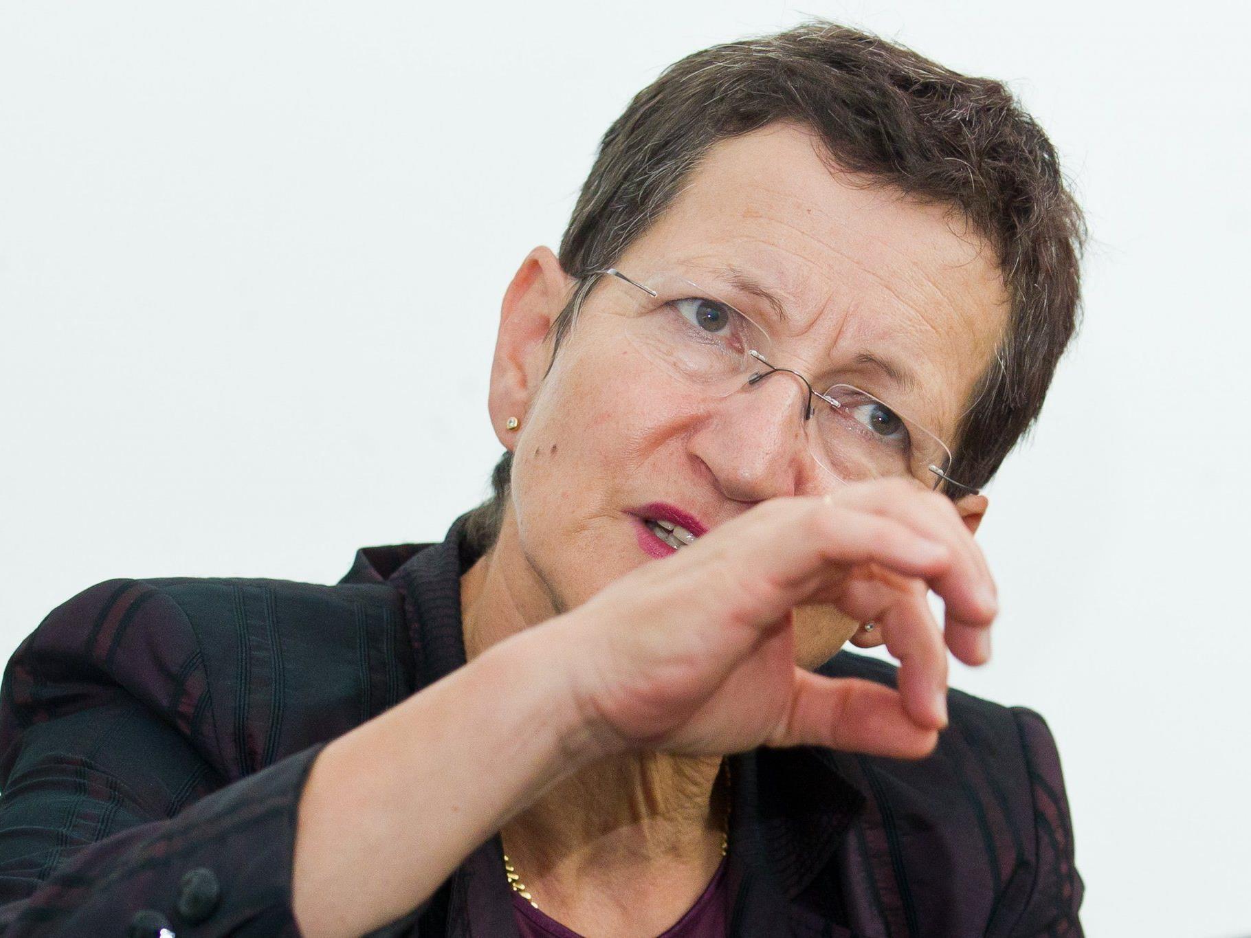 Engagierte Arbeit seit drei Jahrzehnten – LR Schmid dankte dem Team der Telefonseelsorge.