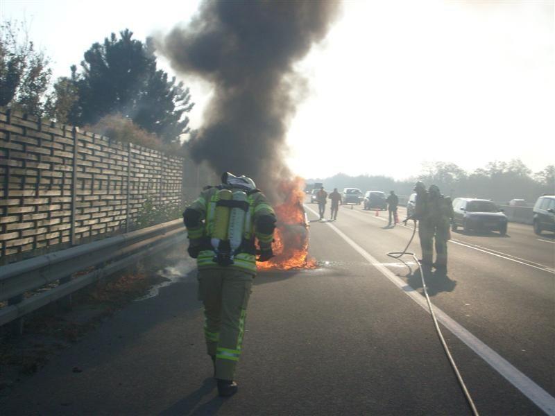 Gleich zwei Fahrzeugbrände musste die FF Leobersdorf am Sonntag löschen.