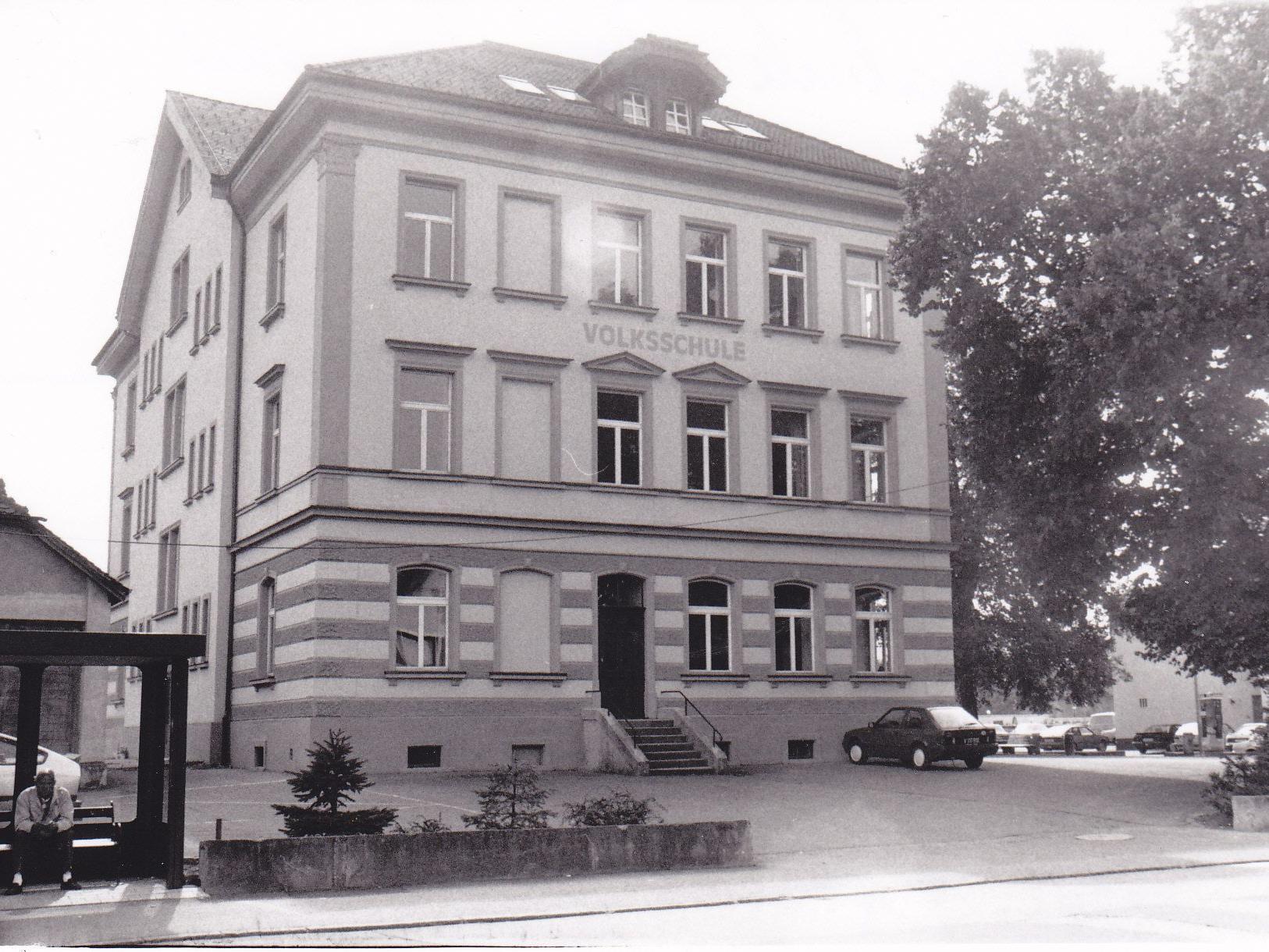 Die Volksschule Gisingen Sebastianplatz in den 80er Jahren