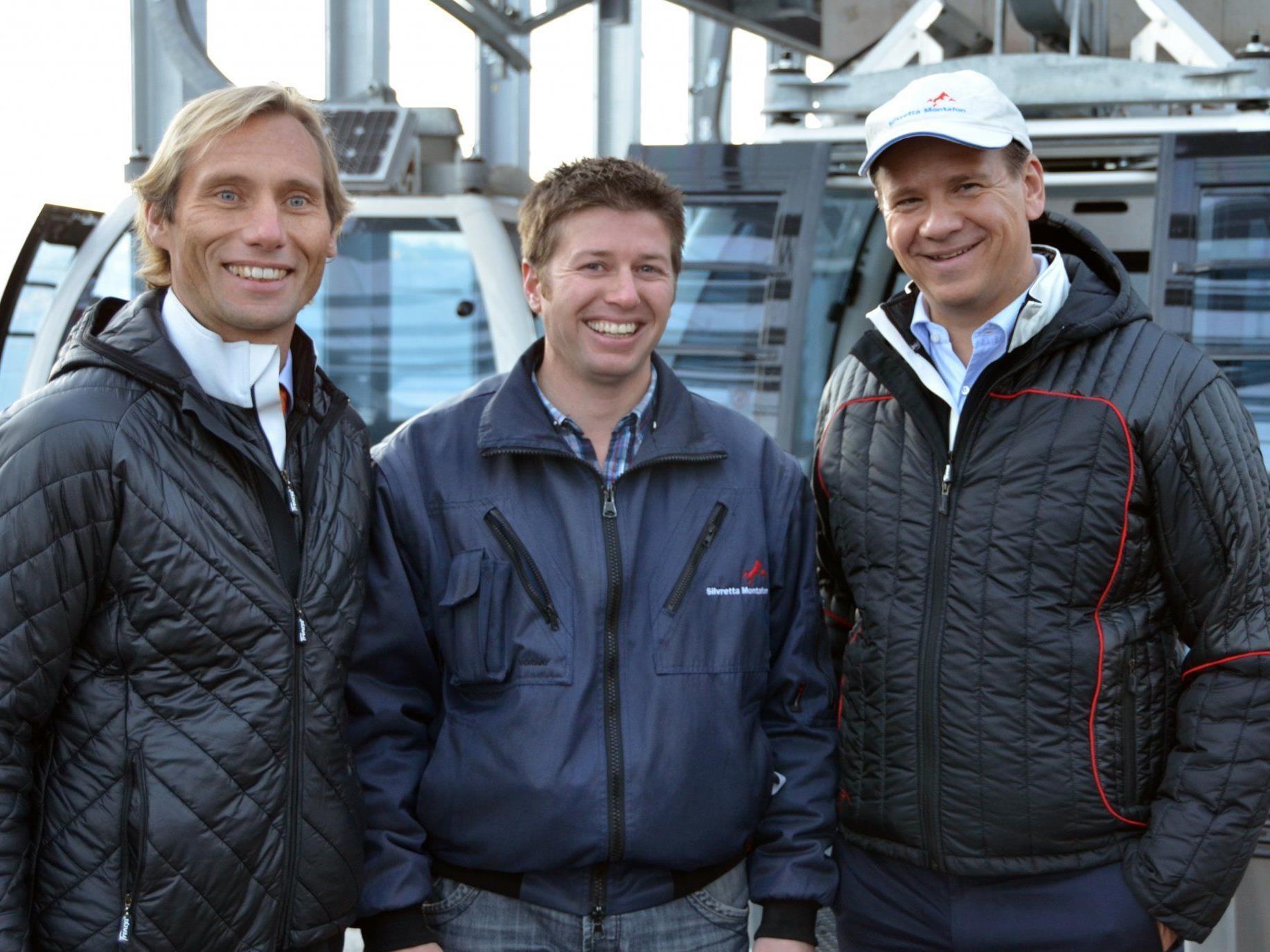 Strahlende Gesichter bei Vorstand Georg Hoblik, Roman Sandrell und Direktor Peter Gaugg.