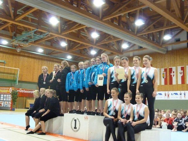 Siegerehrung der Staatsmeisterschaften im Teamturnen in Rif/Hallein In der Mitte – Jugendstaatsmeister TS Hohenems