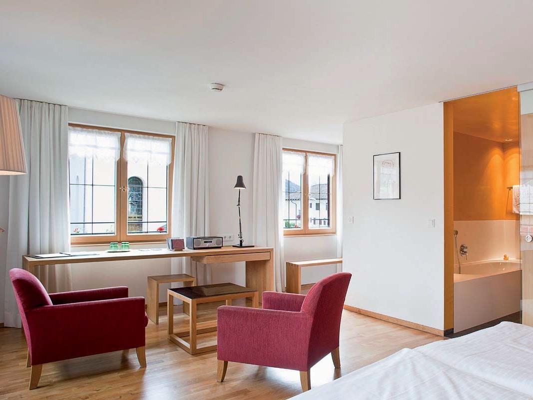 Ein traditionsreiches Hotel-Gasthaus im Bregenzerwald setzt auf Erneuerung mit lokalen Handwerkern.