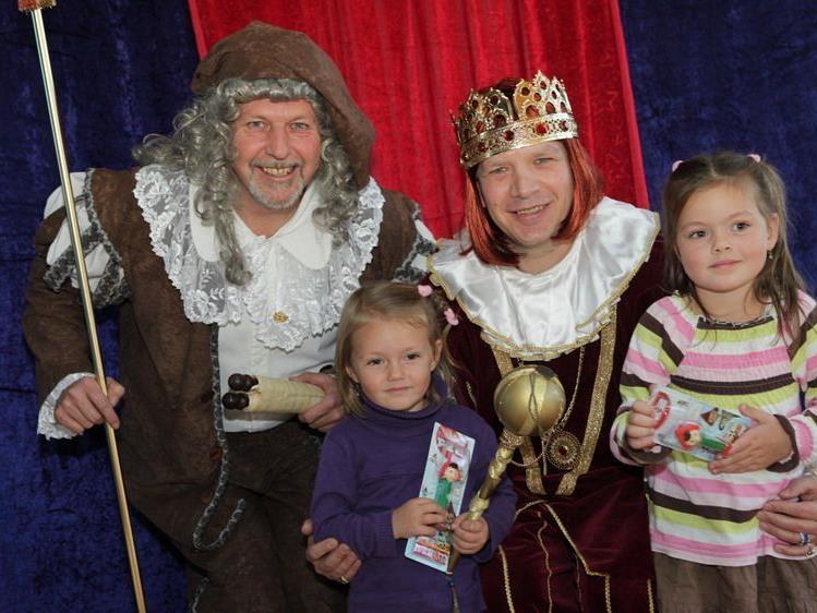Clara und ihre Schwester Hannah waren auch zu Besuch beim König Schlaugenau.