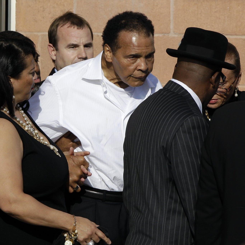 Ali war in Begleitung von Ehefrau Lonnie und weiteren Familienmitgliedern erschienen.