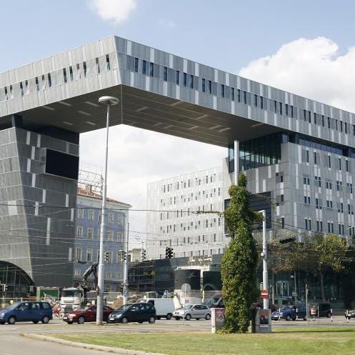 Ein beeindruckendes innerstädtisches Denkmal setzt der alte, neue Westbahnhof.