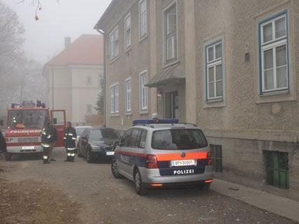 Nächtlicher Großeinsatz rettet Hausbewohner in Baden.